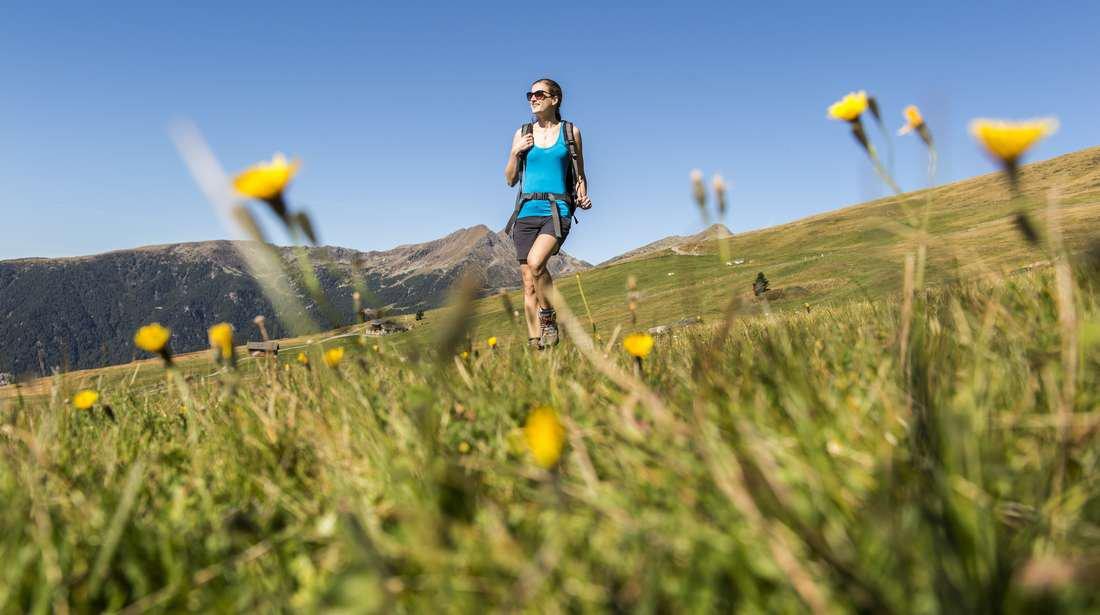 Atemwanderung in Villnöss: Den Frühling in den Dolomiten atmen